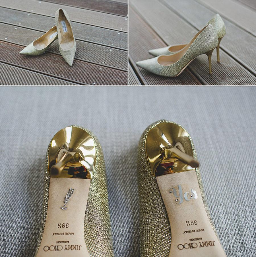 Goldene Jimmy Choo Schuhe für Braut in einer Collage aus verschiedenen Perspektiven. Hinten geklebt yes I do