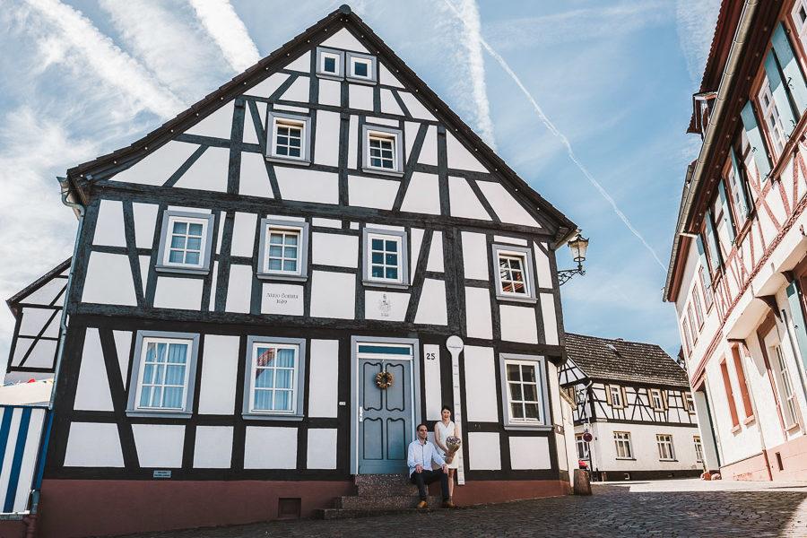 Paarshooting als Kulisse Fachwerkhaus in Seligenstadt