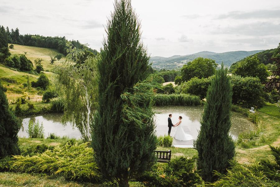 Hochzeit feiern am Wasser in der Natur