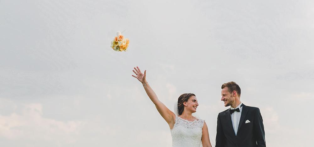 hochzeitsfotograf hessen foto vom brautpaar mit himmel